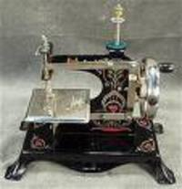 Antique_childs_sewing_machine